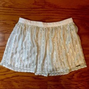 Woman's cream Abercrombie and Fitch Small Skirt.